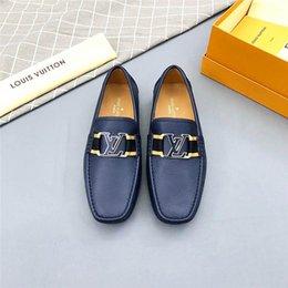 Mejores zapatos de vestir grises online-La mejor calidad Marcas de lujo Zapatos de lujo Zapatos de vestir de diseñador Hombres Zapatos de vestir Suela de goma de densidad dual Impreso gris