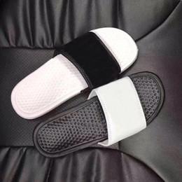 Sandalias planas para mujer online-NIKE chanclas Marca de moda barata zapatillas para hombres wome triple blanco negro sandalias perezosas moda verano zapatos de playa diseñador de lujo plataforma