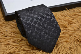 Cravatte di seta di lusso online-Cravatte fantasia modello 8CM da uomo per cravatte da uomo Cravatte da sposa collo design in poliestere poliestere cravatte da uomo con scatola regalo