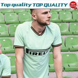 Pantalones cortos de fútbol uniformes online-2020 Inter away green Soccer Jerseys # 9 LUKAKU # 14 NAINGGOLAN 19/20 Hombres Camisetas de fútbol Manga corta Uniformes de fútbol personalizados