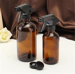 tappi a vite in vetro ambrato da 15 ml Sconti Contenitore di pulizia cosmetico dell'erogatore di aromaterapia dell'olio essenziale delle bottiglie di vetro ambra 250 / 500ml con lo spruzzatore nero innesco