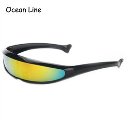 Gli occhiali da sole del partito dell'obiettivo a specchio online-Futuristic Narrow Cyclops Occhiali da sole UV400 Personality Mirrored Lens Costume Eyewear Glasses Funny Party Mask Decoration