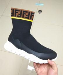 2019 zapatos de goma para hombre Hombres de marca Impermeable Tejido elástico Tech High-tops Botas de zapatillas de deporte Diseñador Calcetín masculino Suela de goma ondulada zapatos de goma para hombre baratos