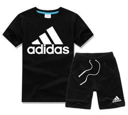 Envío gratis 2019 nuevo Spring Luxury Logo Designer boy girl camiseta Pantalones Traje de dos piezas Niños Marca Niños 2 unids Conjuntos de ropa de algodón desde fabricantes