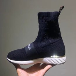 2019 zapatos de niña de goma de moda Elegante Marca Correa Mujer Botas Entrenador Entrenador Moda Chica Carta Estiramiento Textil Strip Sneaker Boots Diseñador Lady Patch suela de goma zapatos zapatos de niña de goma de moda baratos