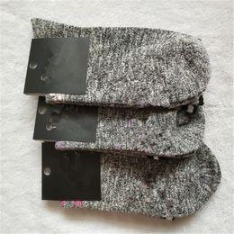 dame sexy fußkettchen Rabatt Damen Designer Mittellange Socken Letter Print Lady Socke mit Karton Sport Yoga Skateboard Sexy Slipper Sommer Fußkettchen Socke 1848B02