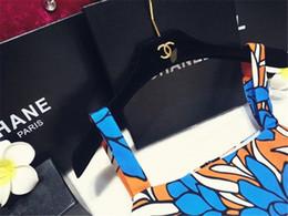 kleidung kleiderbügel Rabatt Brief Designer Metall Rack dekorative schwarz mit Gold-Logo Beliebte Logo Kleiderbügel Hochwertige Kleidung schützen Kleiderbügel