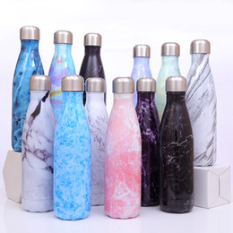 Impresión termo online-17oz / 500ml Botella de agua en forma de cola Impresión de doble pared Vaso de acero inoxidable Vacuum Travel Sport Thermos Coke Cup Mug LJJA2879