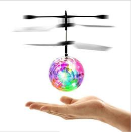 Летающая Индукция LED Noctilucent Ball LED Ball Вертолет Мяч Quadcopter Drone Датчик Подвеска Самолета для Детей Рождественский Подарок от