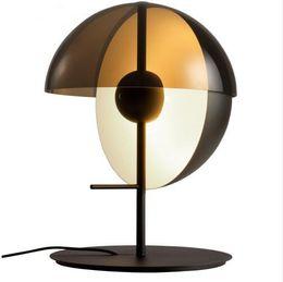 Nordic постмодернистской дизайнер из кованого железа вилла спальня тумбочка кабинет творческий круглый стол лампа черный белый от Поставщики вынос мотоцикла