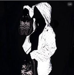 Lüks Çocuklar / Yetişkin Giysi Tasarımcısı Su Geçirmez Kapüşonlu Lazer Yansıtıcı Ceket Erkek Kız Elbise Toptan Giacca Firmata Mont Yüksek kalite nereden kıyafetler toptan satışı tedarikçiler