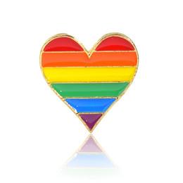 Denim di cuore online-Carino colorato arcobaleno cuore gioielli smalto pin spille fumetto creativo spilla in metallo pin cappello denim collare distintivo gioielli