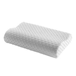 Almohadas cervicales de látex online-Almohada de espuma de memoria 3 colores Almohada ortopédica Fibra de cuello de látex Masajeador de rebote lento para la salud cervical 38