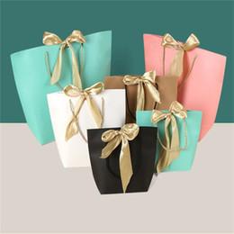 geschenkbeutel papier boutique Rabatt Geschenk Boutique Bow Taschen Papier Party gefallen Tasche mit Schleife Band elegante Kleidung Verpackung für Geburtstag Hochzeit Graduation Present Wrap