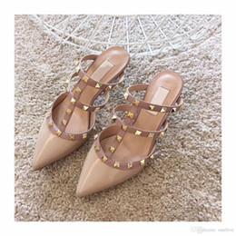 Sapatilhas de salto alto rosa on-line-Designer de novos chinelos sandálias dos homens da moda das mulheres sapatos de venda quente tênis nude couro Genuíno calcanhar alta