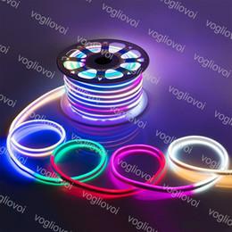 Bandes lumineuses led en Ligne-Les bandes au néon de la bande douce LED de bandes de SMD2835 220V 12V 120Led / M imperméabilisent la décoration extérieure d'intérieur allumant DHL