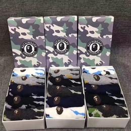 Animali da camuffamento online-Scimmia ricamo calzini corti Sport Camouflage Cotton Animal Head calzini Scimmie scure antiscivolo calze 5 paia