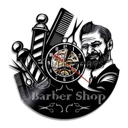 1Piece Barber Shop Sign duvar saati Registro Relógio de parede Modern Barber Pole Hair Beauty Salon Relógio de parede presente Cabeleireiro de