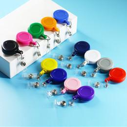 Color plastic cards online-Portatarjetas de plástico retráctil de 27 colores con clip de carrete mosquetón y portatarjetas de identificación transparentes de estilo vertical