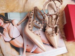 Женские туфли на высоких каблуках Вечеринка Fashion Rivets Девушки Sexy острым носом Обувь Пряжка Туфли на платформе Свадебная обувь Черный Белый Розовый цвет от