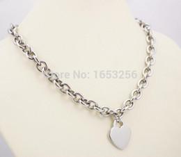 d0bc043a981f Dulce diseño lindo de plata de acero inoxidable llano corazón Tag Charms collar  colgante 20    para la esposa. Novio regalos de vacaciones