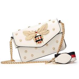 Cadena de perlas negras online-Nuevas bolsos de mensajero de marca famosa para mujer Bolsos cruzados de cadena pequeña negra Bolso de hombro de maquillaje de lujo femenino Bolso de perlas