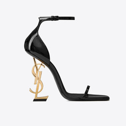 f48eb775508cb7 Nagelneue reizvolle Schuhe Frau Sommer Schnalle Niet Sandalen YSL  hochhackige Schuhe spitze Zehe Mode Mode einzigen hohen Absatz 10cm 8.5cm