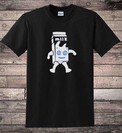Тележки онлайн-Молочный картонный кофе и ТВ брит поп 90-х футболка