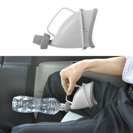 Tubi per automobili online-1pc Portatile da viaggio Orinatoio Maniglia per auto Bottiglia per urina Tubo per imbuto per orinatoio Dispositivo per minzione da campo all'aperto Stand Up Pee Toilet