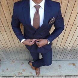 cravatte blu navy per il matrimonio Sconti Nuovo stile doppio petto blu navy Groomsmen picco risvolto smoking smoking 2 pezzi uomo abiti da sposa / Prom miglior blazer uomo (giacca + pantaloni + cravatta)