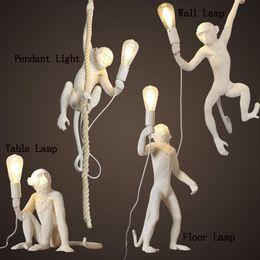 Lampade a sospensione a LED Lampada da tavolo a forma di scimmia nera Illuminazione per interni Studio da studio Lampada da parete Lampadario Lampade Creatività Art da base di profumo fornitori