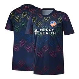 2019 Maglia da calcio da uomo MLS FC Cincinnati Navy Pride Pre-partita Maglia da calcio 19 20 FC Cincinnati MLS Navy Pride Maglia da calcio camicia pre-partita da maglia di lana d'epoca fornitori