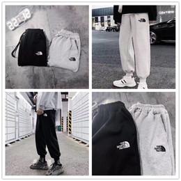 2020 новый patternThe North face брюки спортивные брюки шорты брюки дизайн Мужчины Женщины мода приливная одежда кашемир Personality185 от Поставщики оптовый меховой воротник