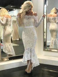 Vestidos de noite branco curto on-line-New White Nude Lace Sereia Vestidos de Noite Bateau Neck Off Ombro Mangas Compridas Tea Comprimento Alta Baixa Preto Prom Vestidos Vestido de Festa Curto
