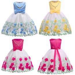 Vestiti di chiffon delle ragazze dei fiori della perla online-DHL ragazze Flower Girl abiti di pizzo Appliques Comunione Abiti Bow principessa partito di spettacolo Dress + Dress Collana di perle
