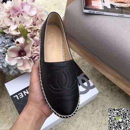 12a4acfa9 2018 Novo Padrão Antigo Beijing Sapatos De Pano Senhora Lona Shell Cabeça  Pescador Dos Desenhos Animados Plana Com Moda Feminina Confortável