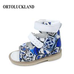 tpt детские сандалии Скидка Новые мальчики печати кожаные сандалии Детская ортопедическая обувь девушка искусственная кожа сандалии ортопедическая обувь для детей