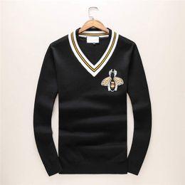 V neck shirts mens on-line-Homens Designer de Blusas de Moda Com Decote Em V Abelha Impressa Suéteres de Cashmere Marca Tops Camisas Casuais Camisola De Luxo Mens Roupas