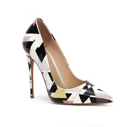 Dernier nouveau modèle de chaussures de printemps des filles de conception célèbre art première classe. figure géométrique imprimée célèbre orteil dames chaussures ? partir de fabricateur