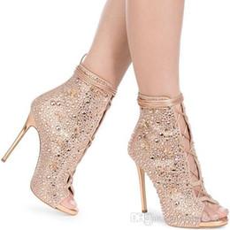 Короткие сапоги короткие онлайн-Высокое качество Peep Toe шпильках тонкие высокие каблуки вырезы сандалии сапоги Кристалл горный хрусталь зашнуровать короткие лодыжки пинетки Гладиатор размер 35-42