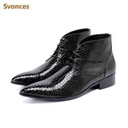 Spitze stiefel marken für männer online-Echtes Leder Mode Herren Stiefeletten Luxus Shinning Schwarz Serpentin Spitz Mann Schuhe Marke Gentleman CasuaL Shoers Man 46