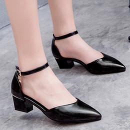 talons chunky rouges noirs Promotion Top qualité élégant, plus la taille 32-43 bout pointu noir rouge femme chaussures talons chunky chaussures femme pompes femme sandales