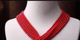Gargantilla de perlas rojas online-Collar Nuevo Elegante Hecho a mano Rojo Coral Retro Mujeres Ronda Bead Pearl Bib Choker Collar