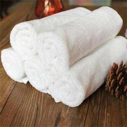 übung bambus handtuch Rabatt Badetücher aus weißer Baumwolle Hotel SPA Sauna Schönheitssalon weiches Badetuch 33 * 73cm großes Hotel Handtuch Waschlappen Hochzeit Handtücher