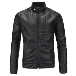 Подставки для мотоциклов онлайн-Новая мода мужские кожаные мотоциклетные куртки черный коричневый байкер куртки и пальто мужчины стоят воротник Весна мужской мотоцикл Куртки пальто