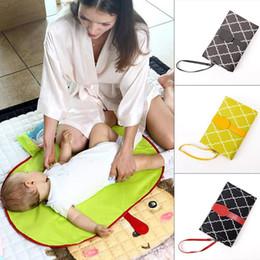 Deutschland Mode baby kleinkind multifunktionale tragbare isolierung pad wasserdicht urin pad mode neue urin pad baby Versorgung