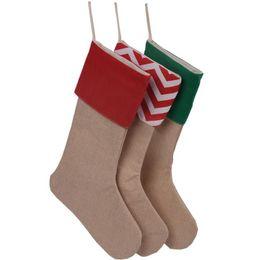 2019 medias lisas 12 * 18 pulgadas Bolsas de regalo de calcetín de Navidad Medias de Navidad a rayas Calcetines simples de arpillera Bolsa de dulces Decoraciones navideñas GGA2505 medias lisas baratos