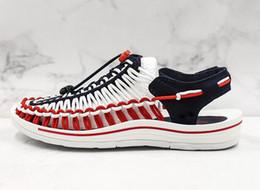2019 spitze schwarze peep toe flats Heiße Verkaufsfrauen weiche Sandelholze bequeme römische kleine weiße Schuhe Sommer watende Schuhe der Qualitätsentwerfer atmungsaktive Upstream-Schuhe EU35-39