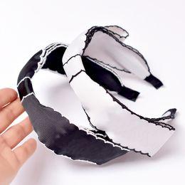Siyah-beyaz Kelebek tie-up Güney Kore geniş kenarlı, basit saç süsleri, Xiaoxiang saç Mağaraları, Kaymaz saç tokası kadın cheap black butterfly hair clip nereden siyah kelebek saç tokası tedarikçiler
