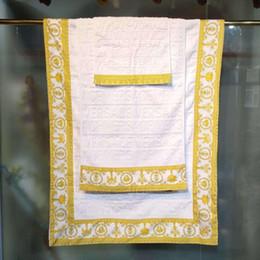 2019 tecido de microfibra seca rápida Toalhas de banho de luxo designer de marca de Impressão marca quadrado toalha toalha de praia e toalha de banho 3 peça set 100% algodão Egipto macio e confortável